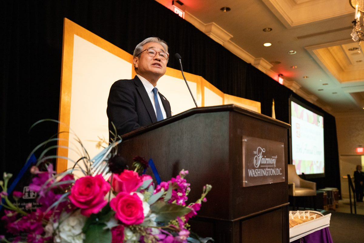 Hiroyuki Takai, Annual Dinner Chairman, introduces His Excellency Shinsuke J. Sugiyama, Japanese Ambassador to the United States
